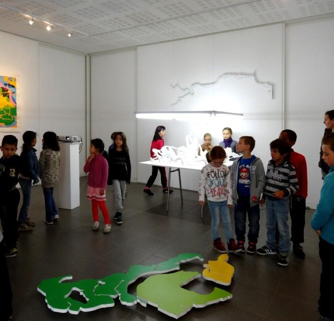 Visite del'exposition avec les CP du Moulin à Vent et du Pays Pourpré, Montfort-sur-Meu