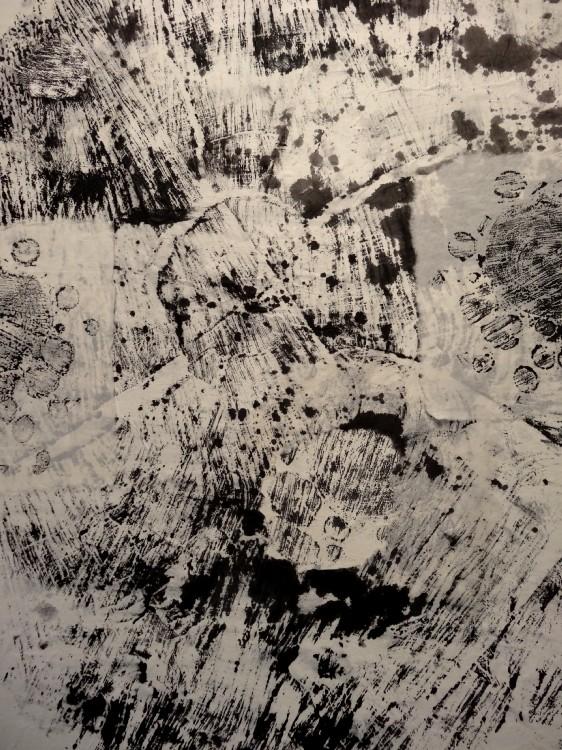 """Vue de l'exposition Cécile White, Empreinte carbone. Détail de """"Générations""""."""