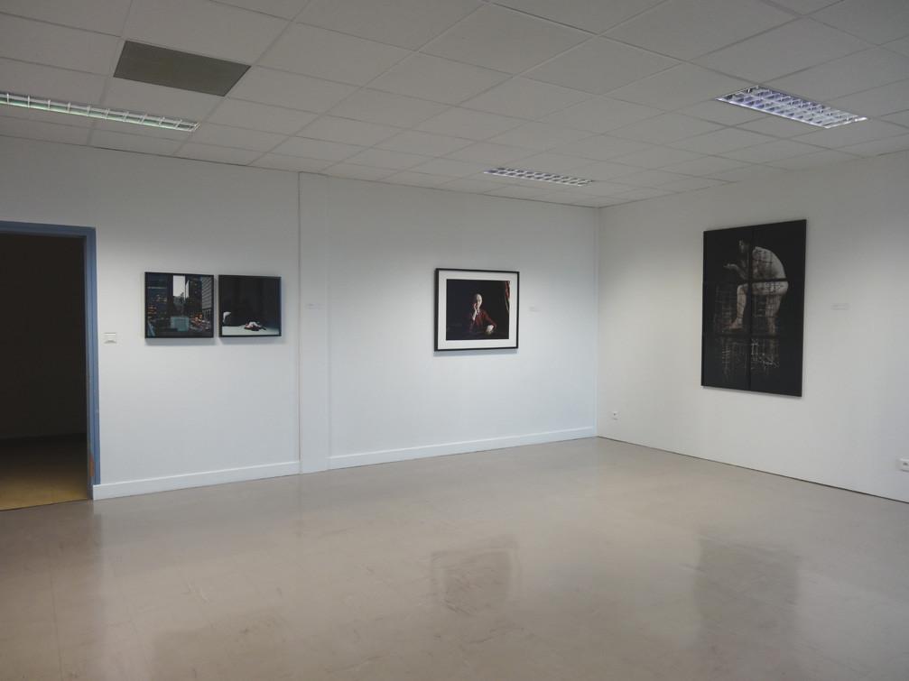 Vue de l'exposition, collège Louis Guilloux : Delphine Dauphy (gauche), Cédric Martigny (centre), Pascal Mirande (droite)