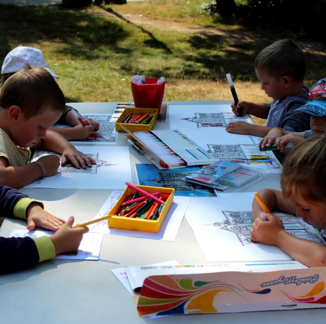 Enfants de 3-5 ans du centre de loisirs d'Iffendic