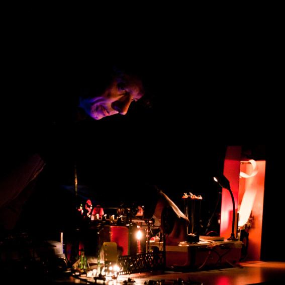 Performance sonore, L'Avant-scène de Montfort-sur-Meu. Photo : Gwendal Le Flem, Cultures Electroni[k] 2011.