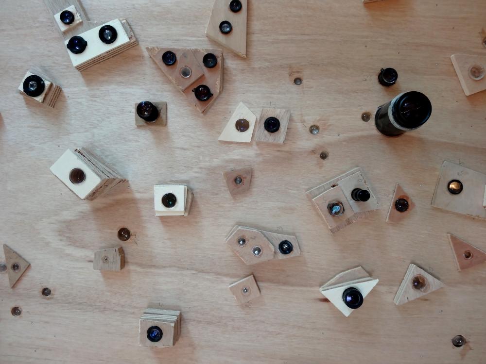 Outils : optiques d'appareils photo et de camescopes pour insolation des deux constellations. Photo : L'aparté.