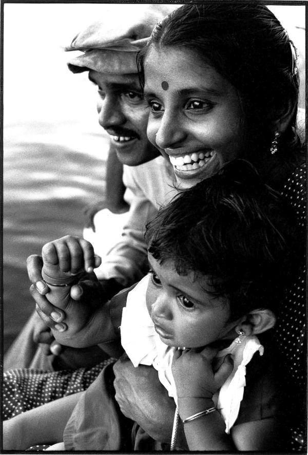 Anne Le Goualher. Portrait famille, Alleppey (Etat du Kerala), Inde. Tirage argentique. 30 x 40cm. 1989