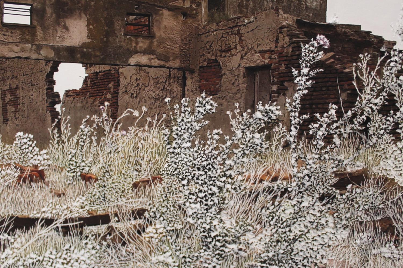 Raphaëlle Peria, Demeure #2, grattage sur photographie, 40 x 60 cm, 2021 / Raphaëlle Peria, détail Demeure #1, grattage sur photographie, 40 x 60 cm, 2021