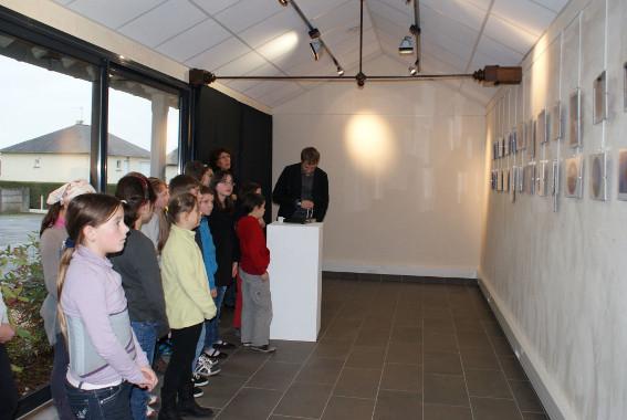 Dernière séance : mise en place de l'exposition des travaux d'élèves à la Parchemine