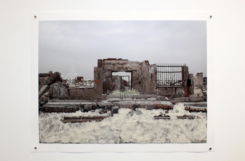 Raphaëlle Peria, Ruines de sel #1, sel et grattage sur photographie, 40 x 52 cm, 2021
