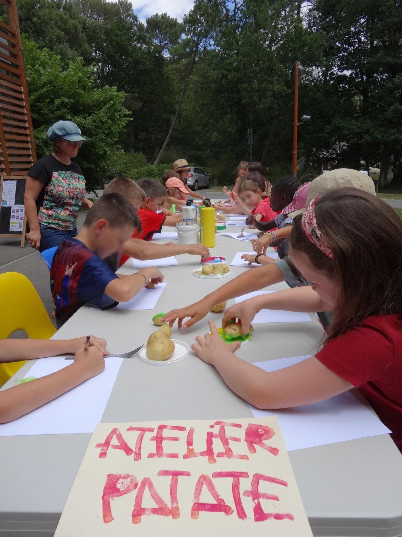 Atelier tampon patate à L'aparté, dès 6 ans. Eté 2017