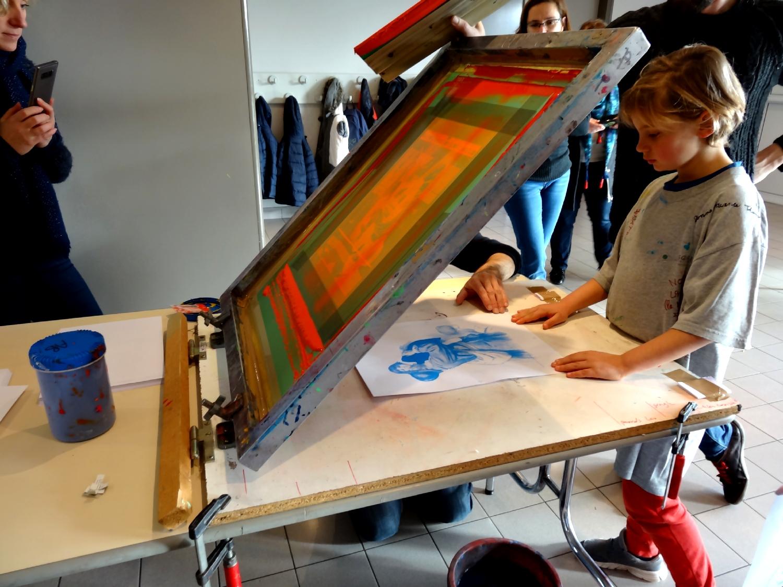 Atelier de sérigraphie mené par Julien Lemière et Eric Mahé (Atelier du Bourg) à Bédée