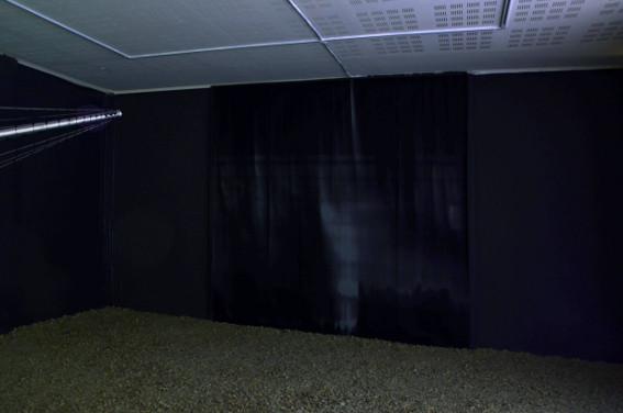 Vue de l'exposition Cécile Beau et Nicolas Montgermont, Radiographie, 2013. Photo : Hervé Beurel.