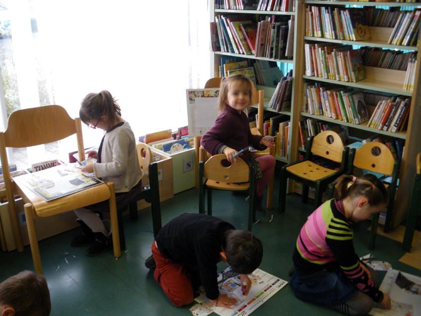 Atelier scolaire à la médiathèque de Bédée autour de l'oeuvre de Michael Patterson-Carver, Portrait of Wall Street, 2009 (Coll. Frac Bretagne)