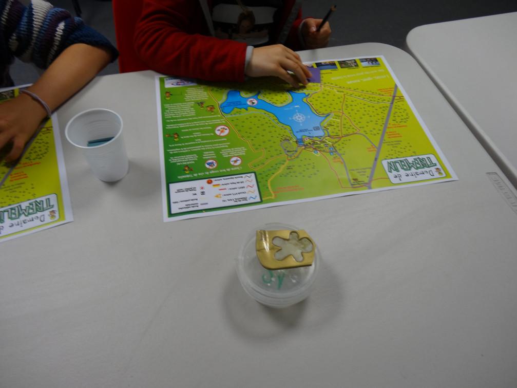 Réalisation d'un parcours sur le plan de Trémelin (empreintes de pas)