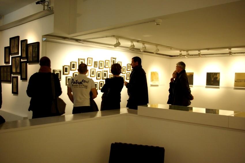 Visite commentée de l'exposition par Israel Ariño. DR Carré d'art
