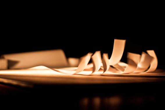 Paper Orchestra, installation sonore, ancien tribunal d'instance de Montfort-sur-Meu. Photo : Gwendal Le Flem, Cultures Electroni[k] 2011.