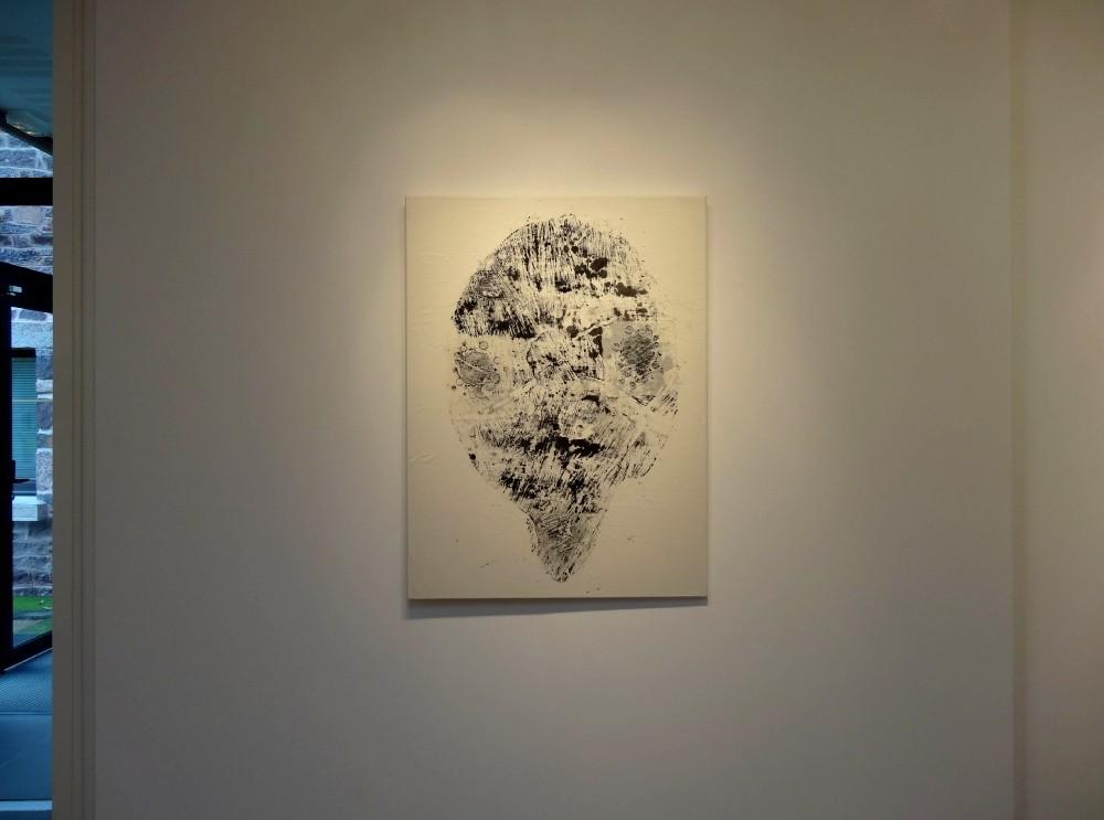 """Vue de l'exposition Cécile White, Empreinte carbone. """"Générations"""", monotypes encre et acrylique sur papier de riz assemblés sur toile, 90x120 cm, 2015."""