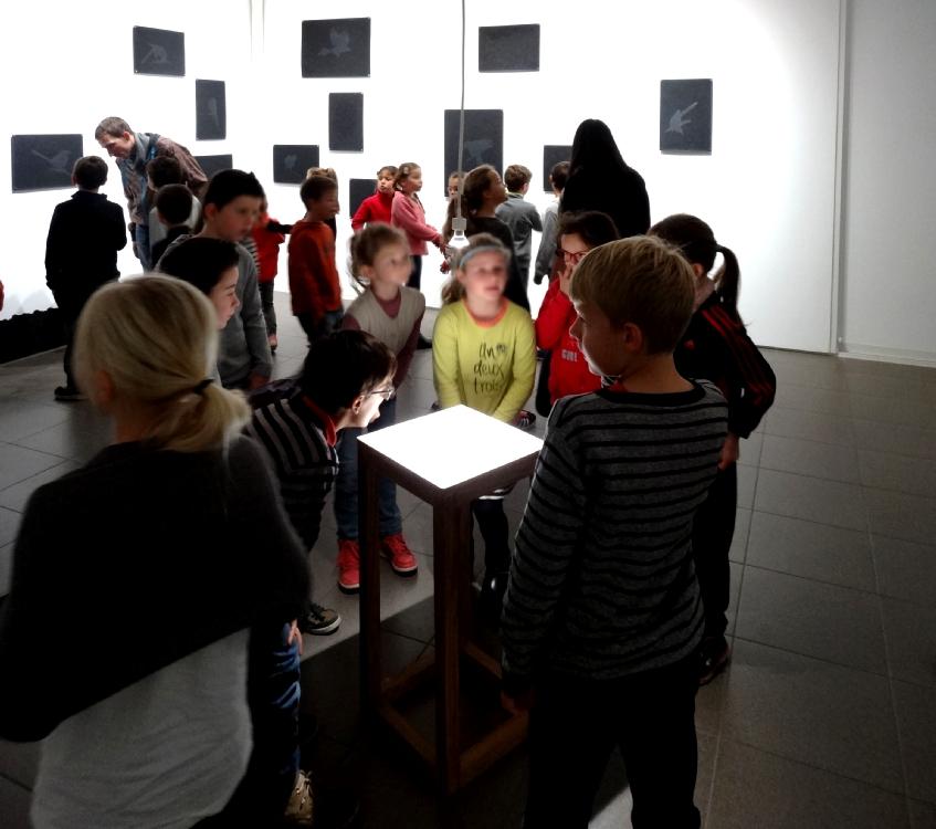 Visite de l'exposition - classe de CE1-CE2 de l'école élémentaire publique du Pays Pourpré, Montfort-sur-Meu
