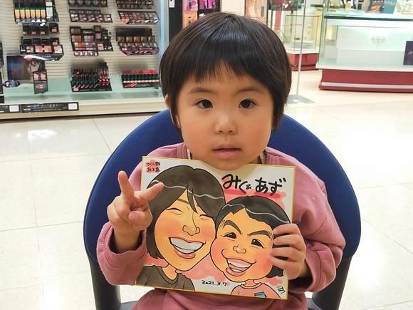 岩手県のさくら野百貨店・北上店で似顔絵を描いた女の子