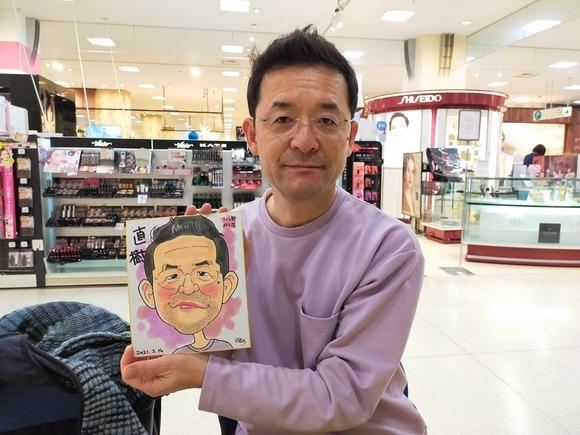 岩手県のさくら野百貨店・北上店で似顔絵を描いた会社員の男性