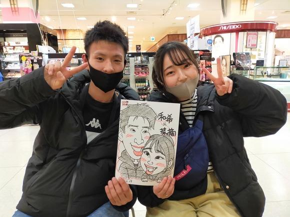 岩手県のさくら野百貨店・北上店で似顔絵を描いたカップル