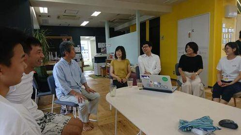 学び場とびらに新井和宏さんが遊びに来られた時、ふと思ったけど横にいるのは大久保寛司さんじゃないですかの図