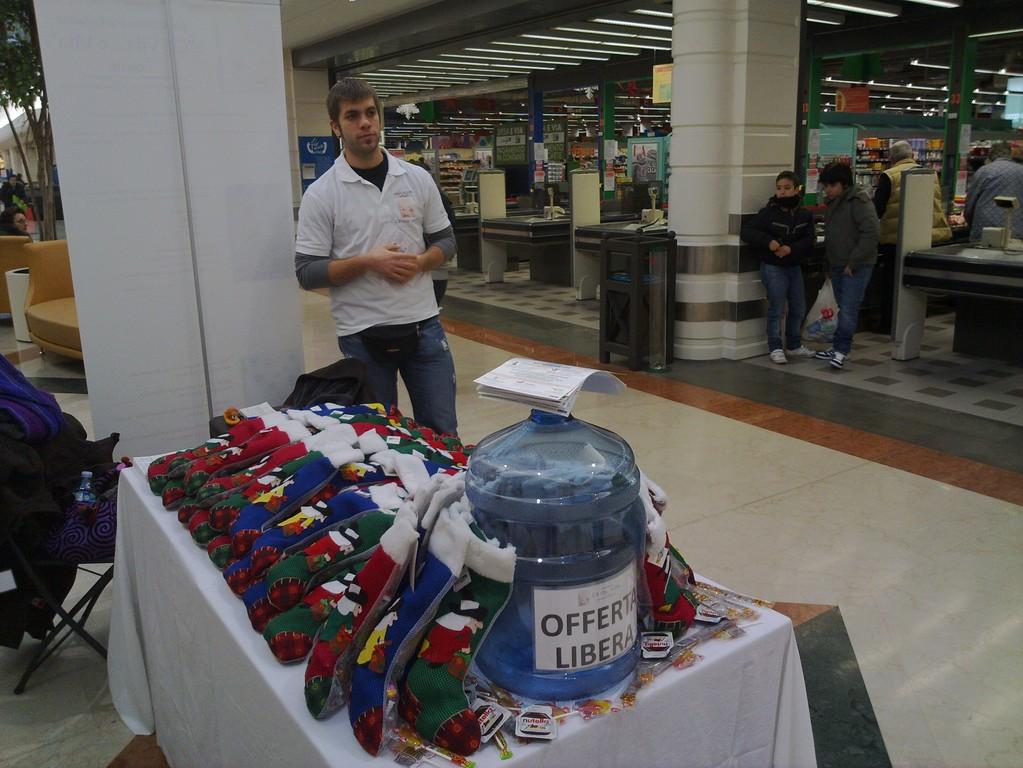 """Raccolta fondi Martedì 4 Gennaio 2011 - Centro commerciale """"Il Castello"""""""