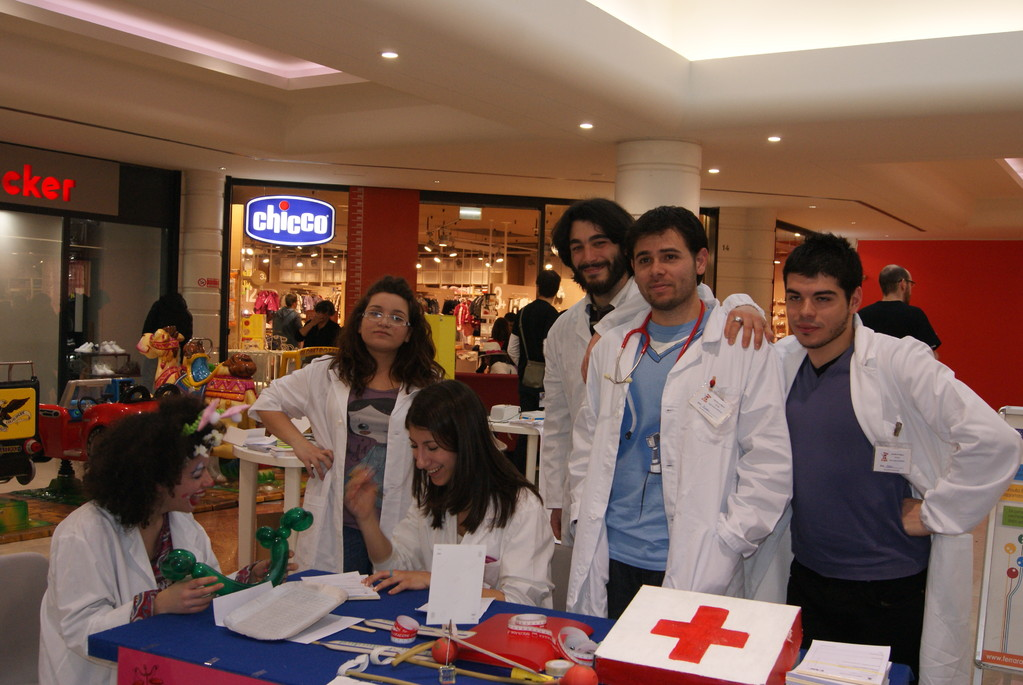 """Ospedale dei pupazzi - centro commerciale """"Il Castello"""" Sabato 12 Mazro 2011"""