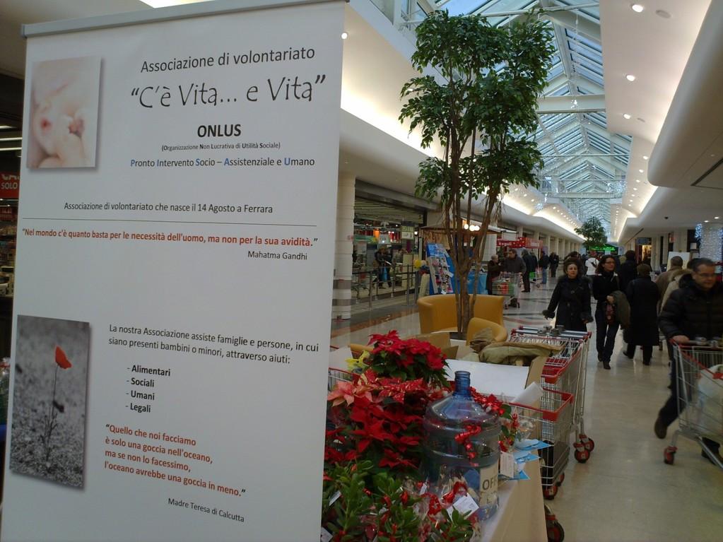 """Raccolta fondi Martedì 21 Dicembre 2010 - Centro commerciale """"Il Castello"""""""