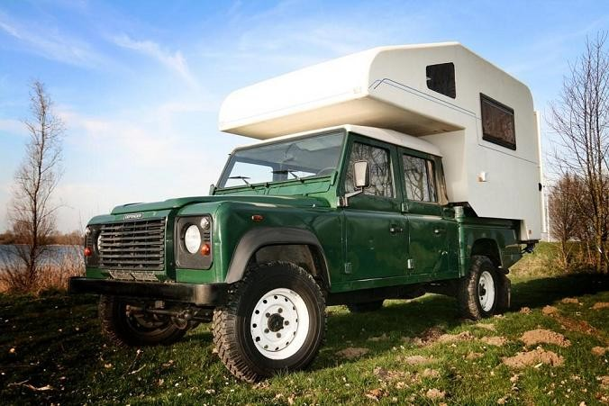 Our rental, a Landrover Defender 130 with a spacy camperunit.