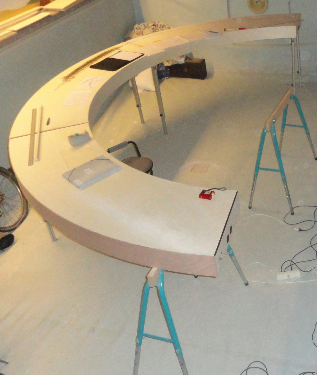 Module construction. 1 curved section assembled.