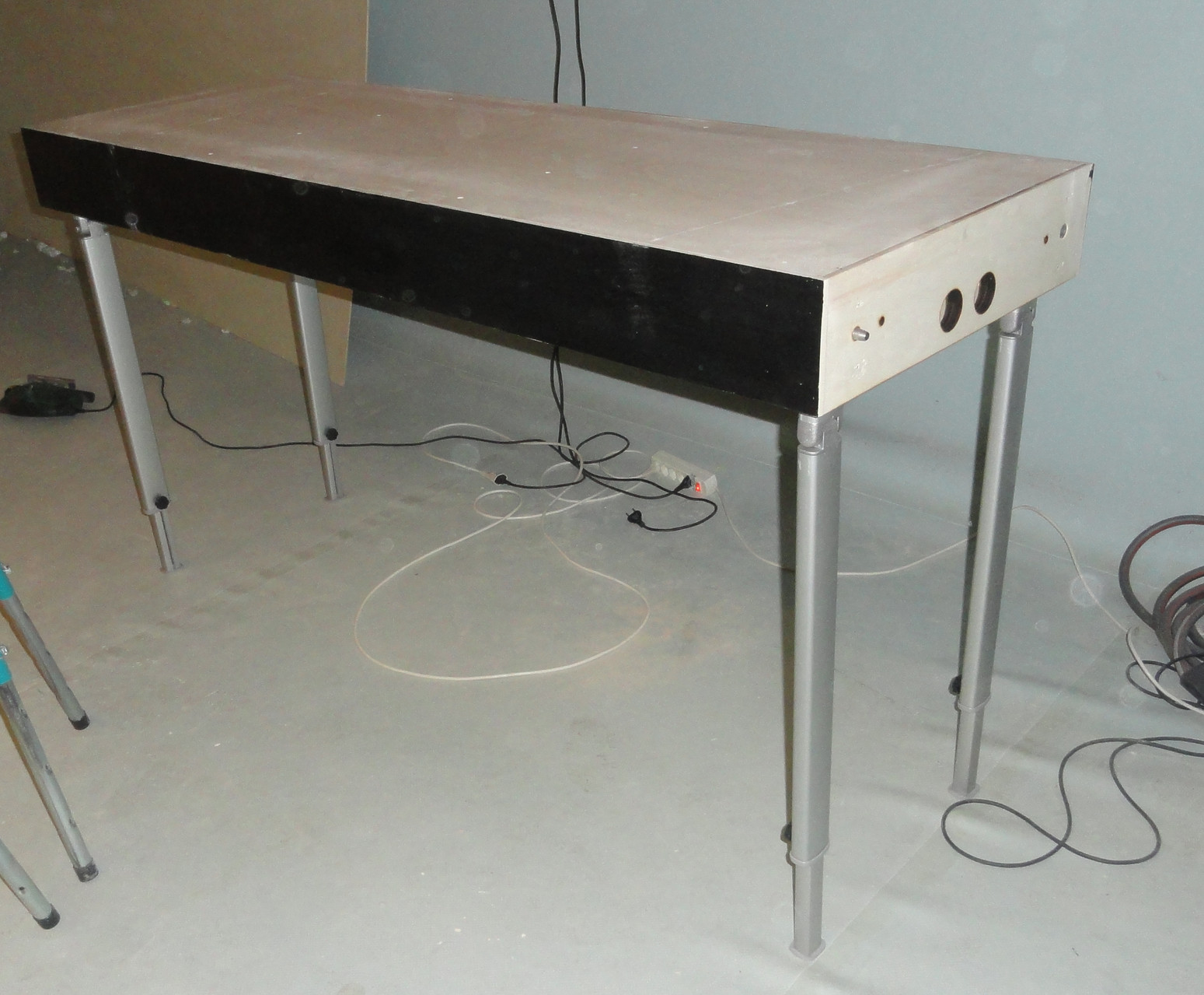 Module construction. Modul 1 with 4 legs
