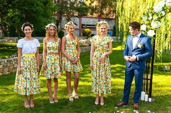 Жених и подружки невесты