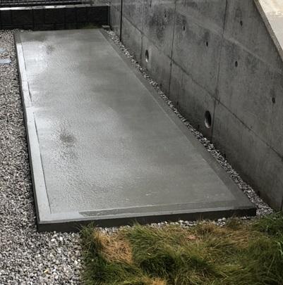 横浜で左官、土間工事を施工する泊工業は、物置の基礎を施工します。
