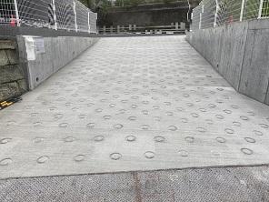 横浜で左官、土間工事を施工する泊工業は、真空コンクリートの工事を請け負います。