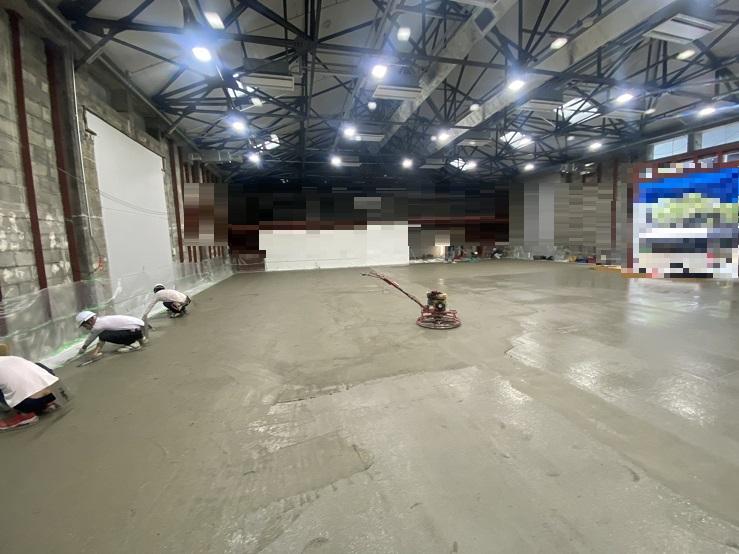 横浜の泊工業は、倉庫のコンクリート工事を請け負います。