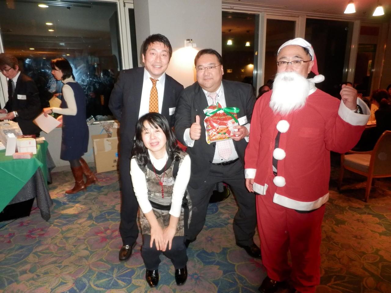 チーム賞!大田支部木村さん、生垣さん、倉本。賞品は坂上さんご提供のハッピーDVD♪