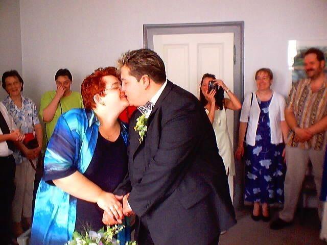 Sie dürfen die Braut nun küssen. >njam< :-)