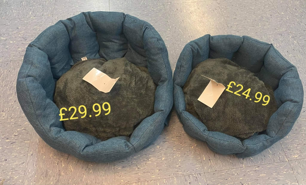 TEAL/ BLUE DOG BEDS GREAT QUALITY