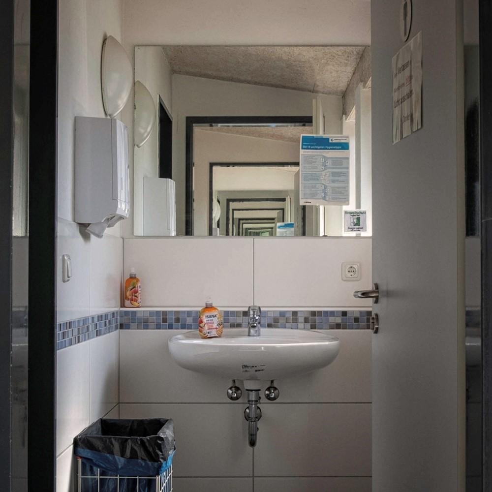 Foto by Thorsten Eilers. Eingang Toiletten.