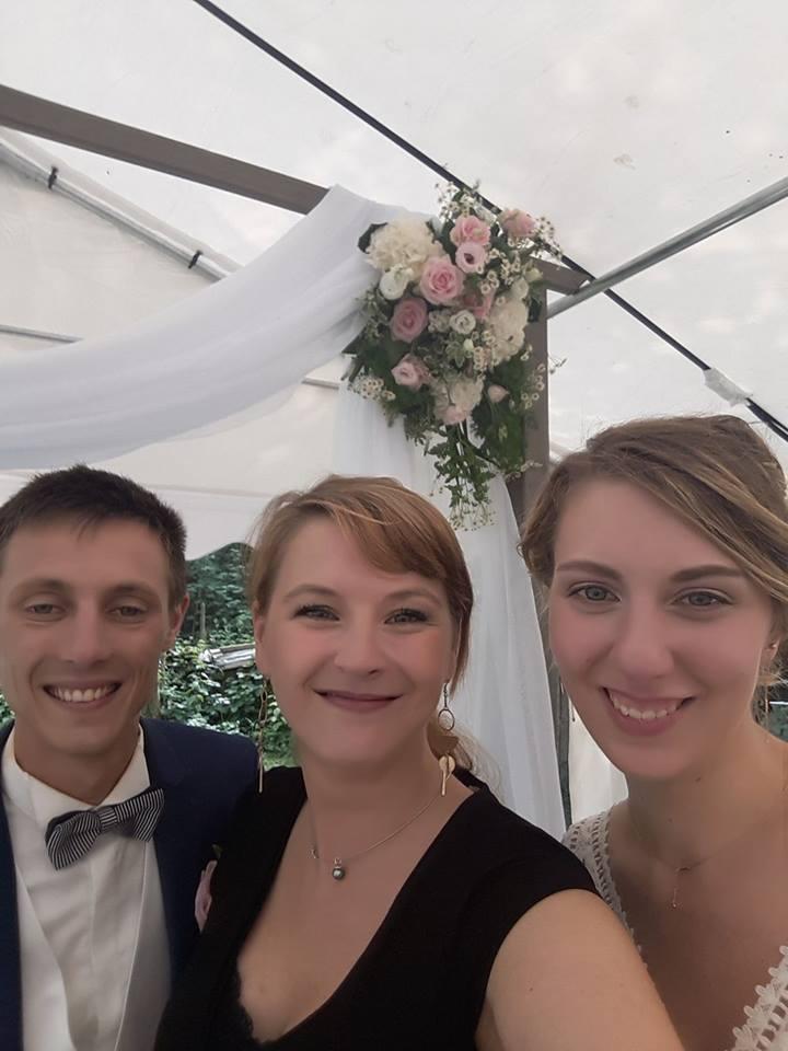 Cérémonie laïque du mariage de M&A le selfie des mariés!!