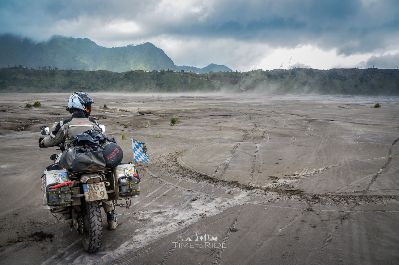 Eine Nacht am Fuße des Mt. Bromo - Reisebericht Indonesien (Java)