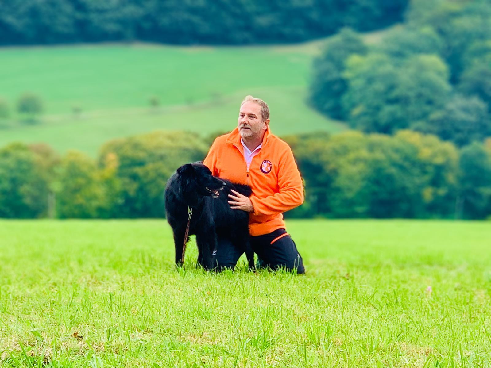 Übung: Ruhe in den Hund bringen durch Körperkontakt und übertragen der eigenen Energie