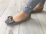 Ballerina grau mit Schleife