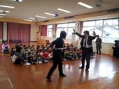 福岡町保育園に贈呈の様子