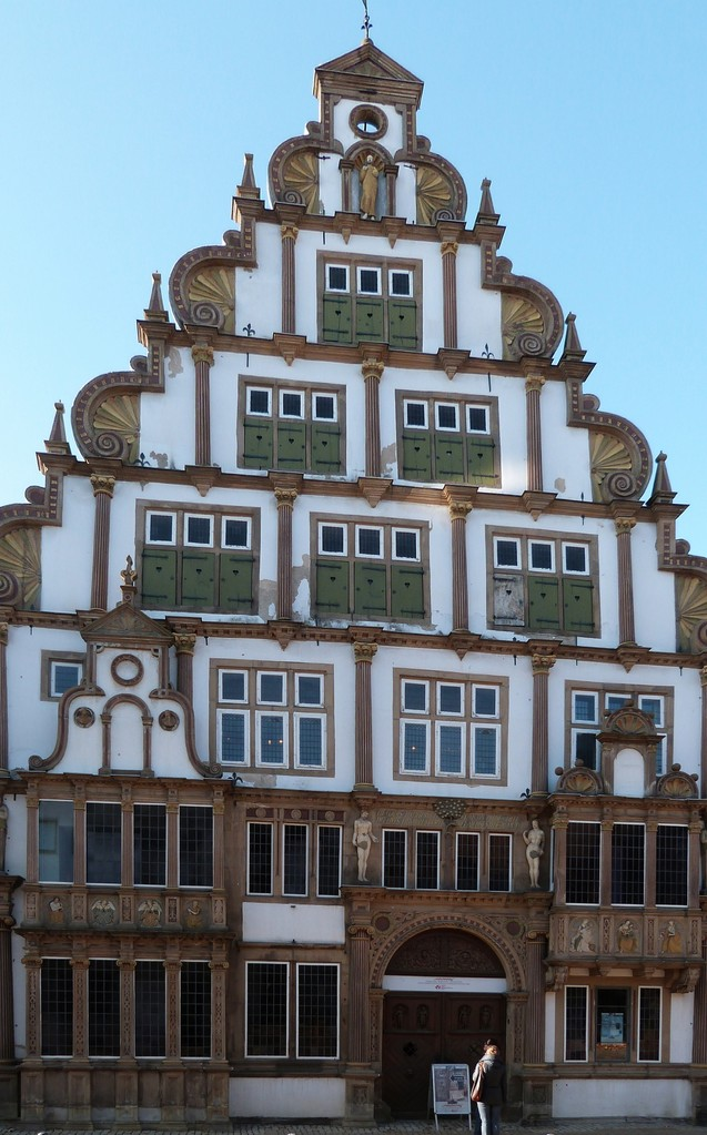 Hexenbürgermeisterhaus: Erbaut in den Jahren 1568–1571. Es handelt sich um ein typisches Kaufmannshaus