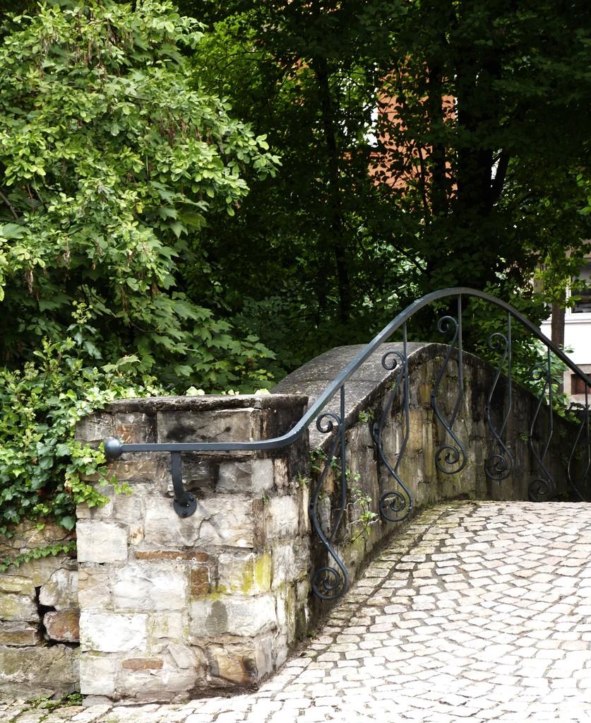 Brück in den Park der Kaiserpfalz