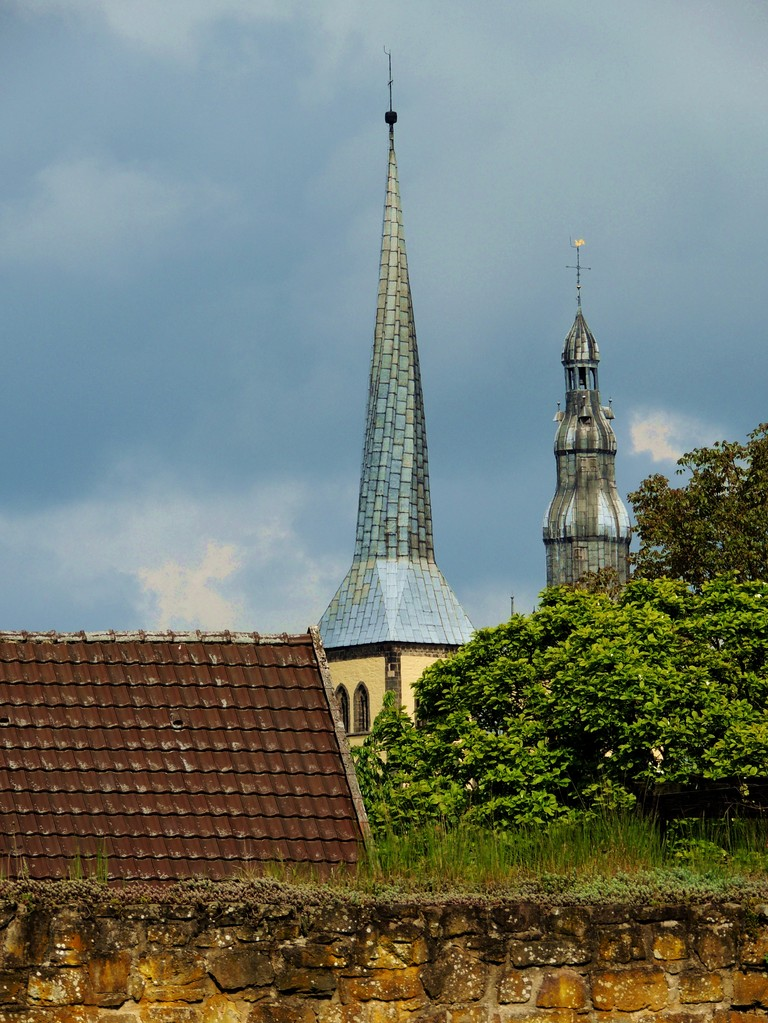 Nachdem Lemgo 1245 das Stadtrecht erworben hatte und das Wandschneiderprivileg dem Gewerbe Vorrechte einräumte, beantragte die Stadt 1295 die Aufnahme in den Hansebund
