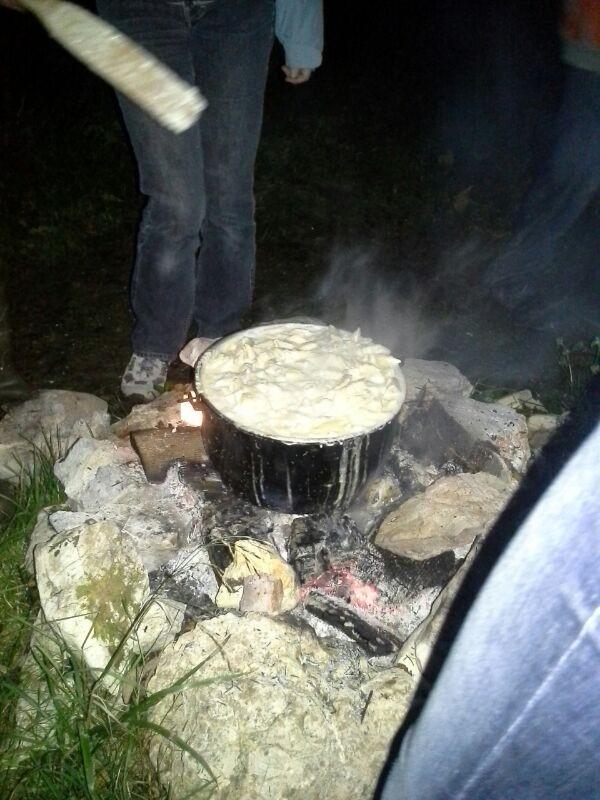 Älplermaccaronen auf dem Feuer*.*