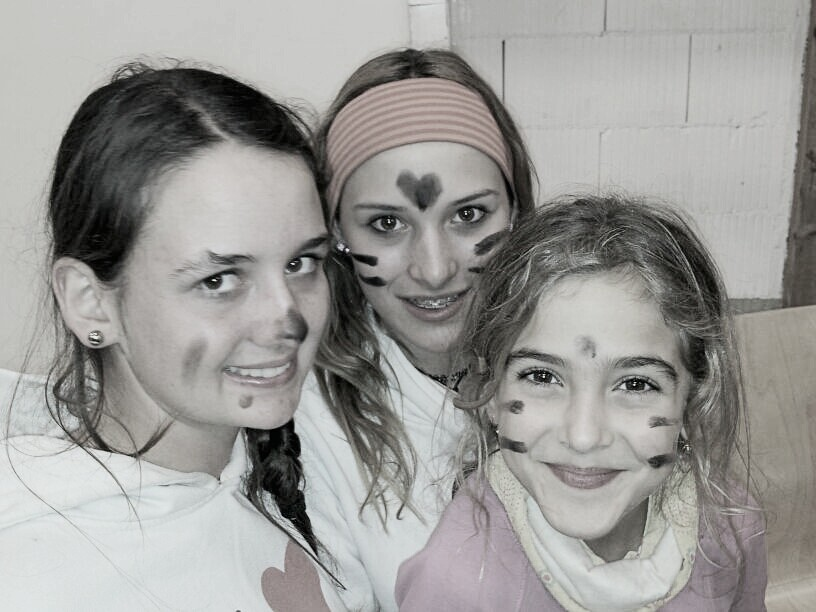 Zoe, Yasmin und Kim nach den Älplermaccaronen