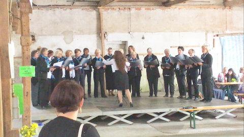 Unser Chor unter der Leitung von Ludmilla Gorbulin,   Foto von Jakob Menzel