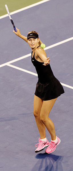 Maria Scharapowa statt. Das russische Glamour-Girl möchte ihren sechsten Major-Titel und den zweiten in Melbourne holen. (Foto by: Michael Vadon (US Open 2014) [CC BY 2.0 (http://creativecommons.org/licenses/by/2.0)], via Wikimedia Commons)