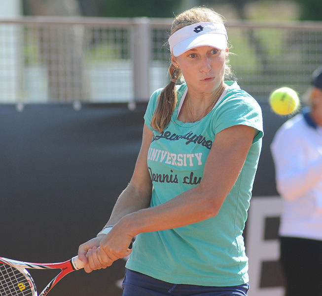 Ekaterina Makarova steht zum dritten Mal in den letzten vier Jahren unter den besten Acht. Um erstmals ins Halbfinale zu kommen, muss sie ... (Foto by: Kulitat [CC BY-SA 2.0 (http://creativecommons.org/licenses/by-sa/2.0)], via Wikimedia Commons)